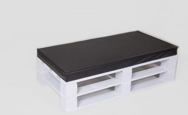Ława biała z czarnym materacem