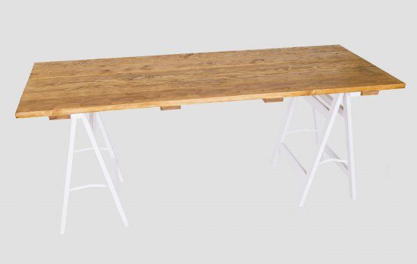 Stół na kobyłkach
