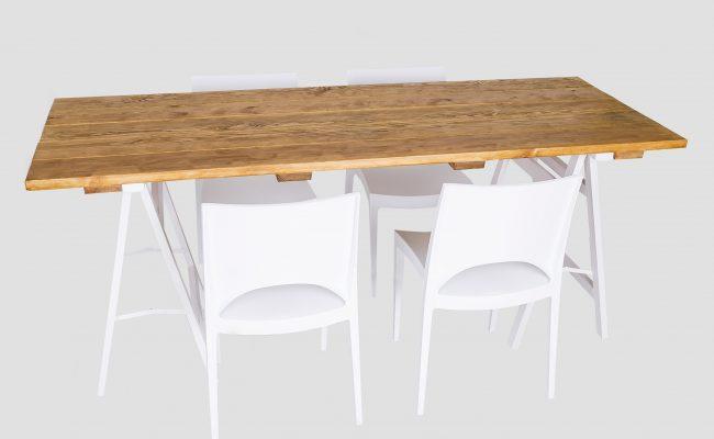 Stół_na_kobyłkach_z_krzesłami